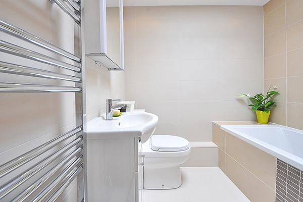 badevaerelse med hygge og aestetik